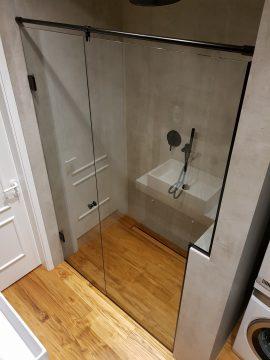 stiklinė dušo pertvara